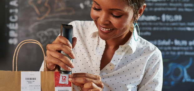 restaurant worker using elements provided in their Grubhub marketing toolkit